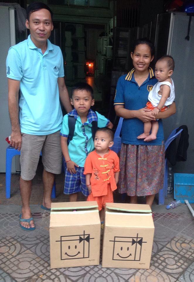 カンボジア 物資支援